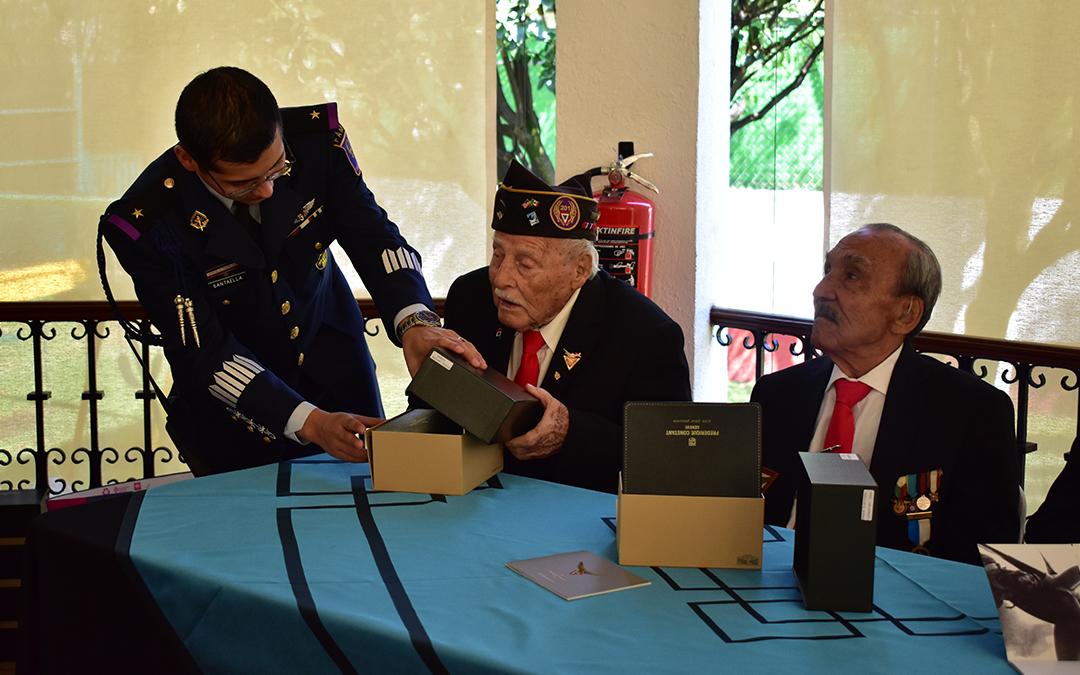 Frédérique Constant entrega edición especial a veteranos del Escuadrón 201