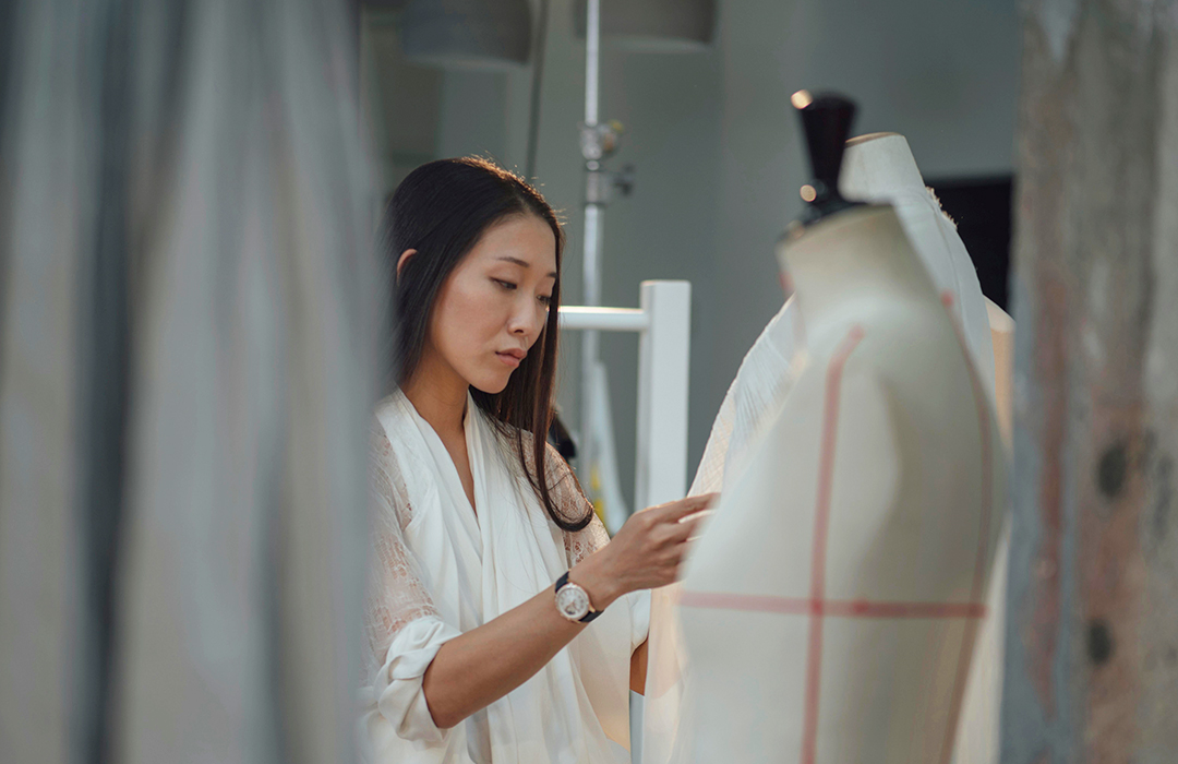 "La diseñadora Yiqing Yin se une a la campaña ""One of not many"" de Vacheron Constantin"